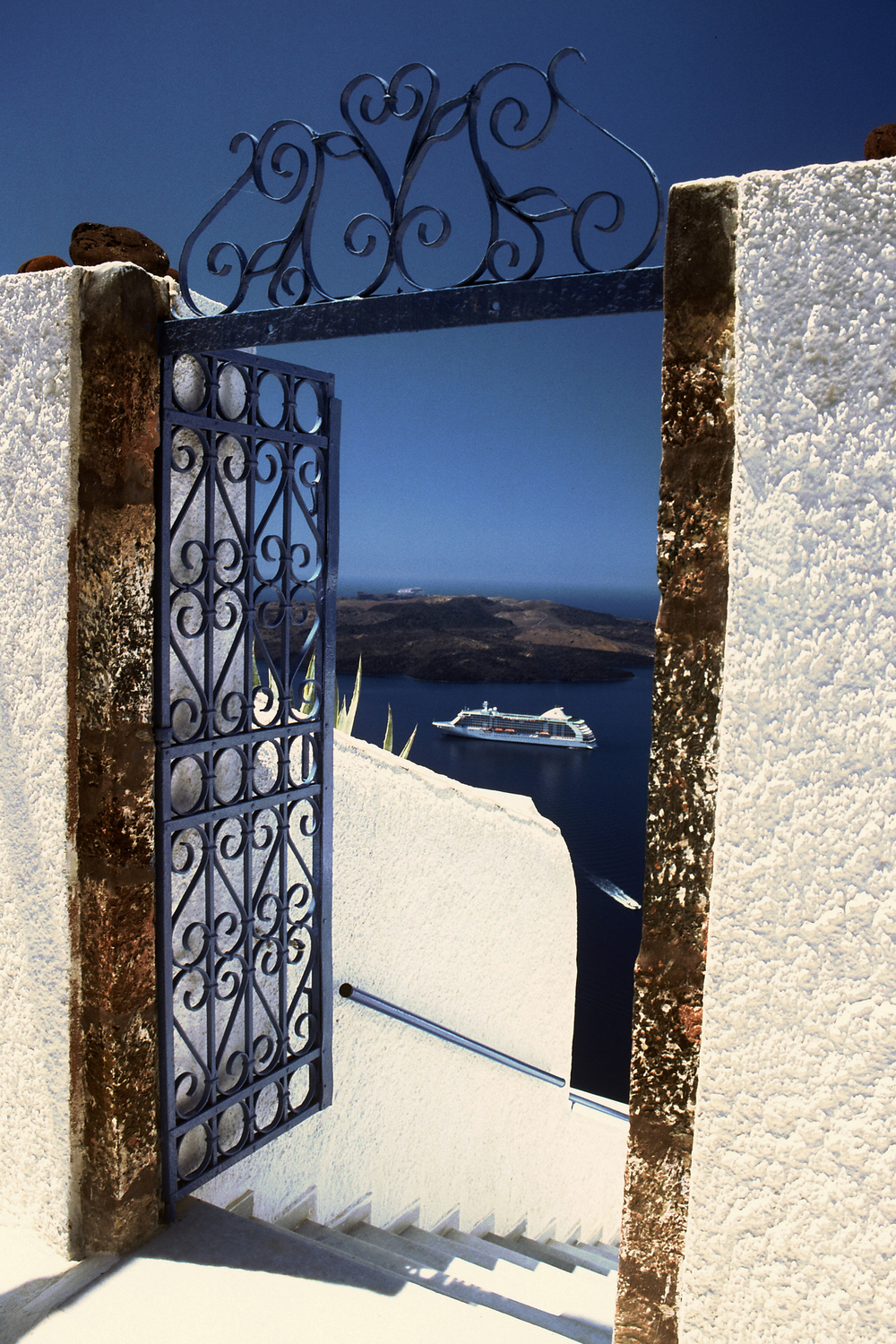 20Photo26_view of voyager ship through gate in Santorini.jpg