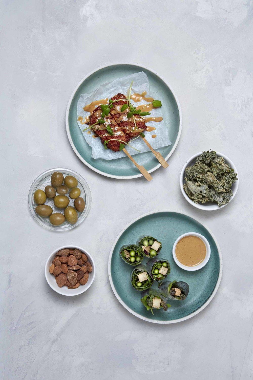 Tempeh sticks, rispapirsruller og snacks