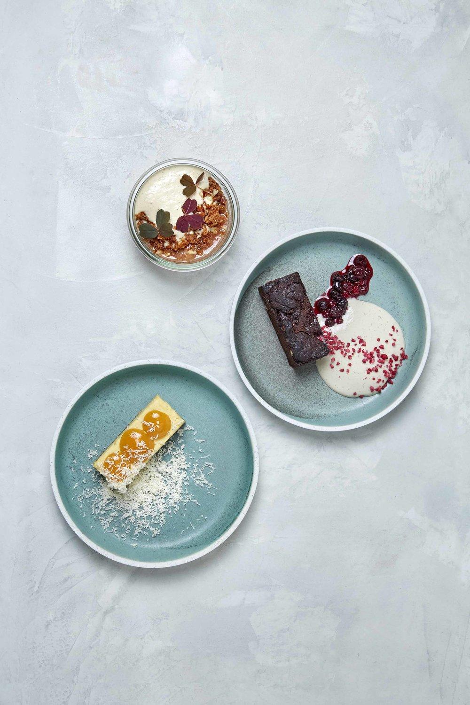 Rabarberkompot, brownie, passionsfrugtkage