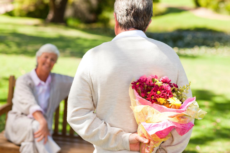 всякого гиф картинки пожилая пара идет с цветами северной танковой клешни