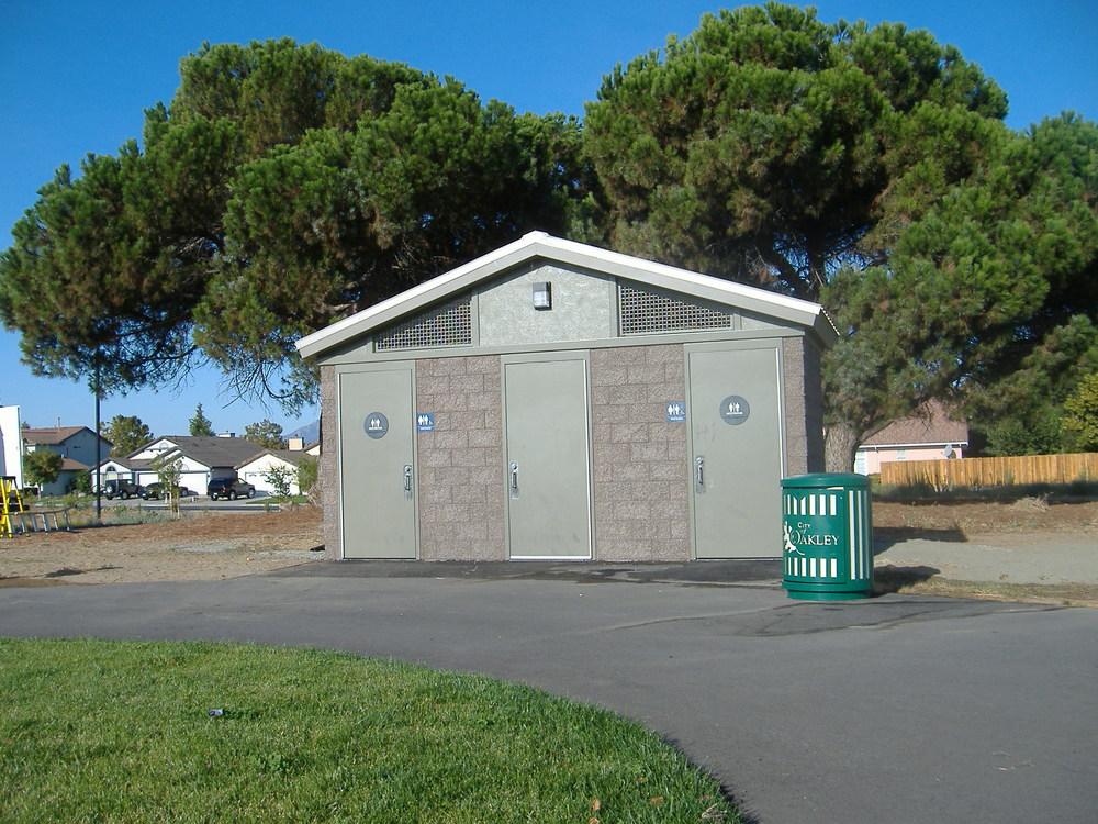 Creekside Park (Oakley CA) installed 2009.JPG