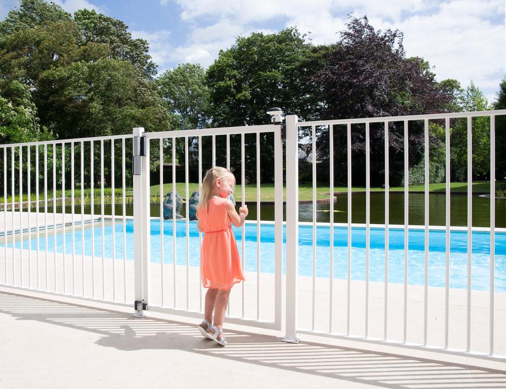 TIGER_PUMA_TWIST40_Girl_pink_dress_at_swimming_pool_gate.jpg