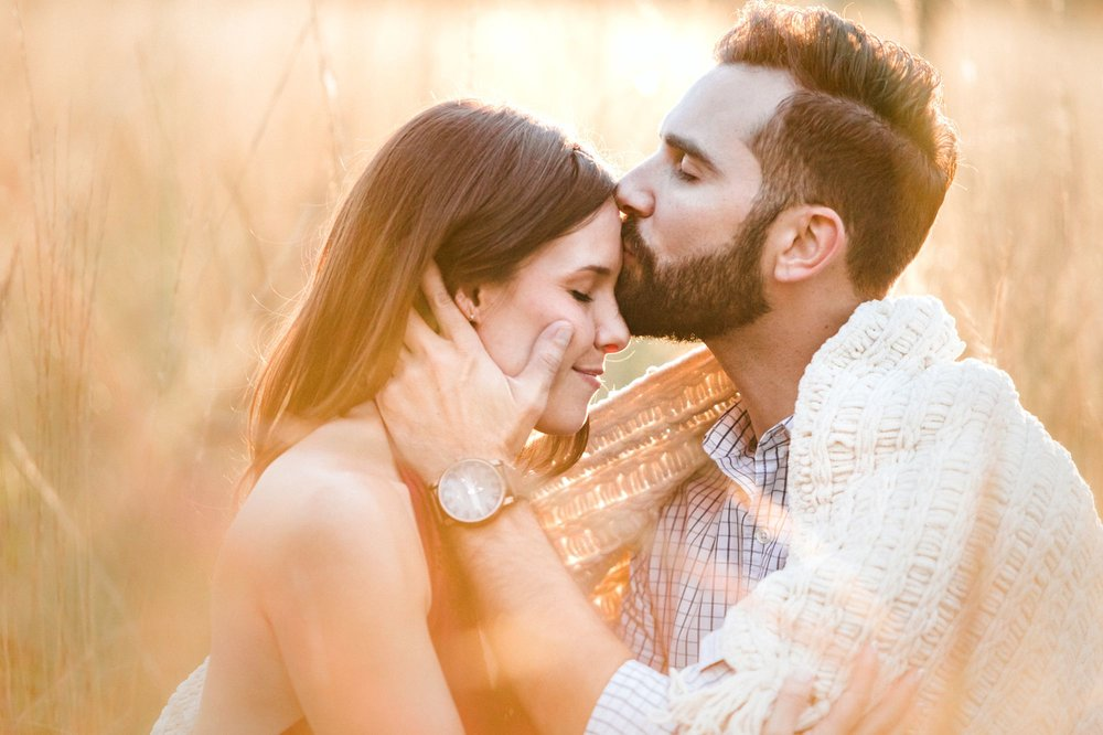 Romantic forest engagement couples photos in Orlando at Wekiva Springs via shainadeciryan.com