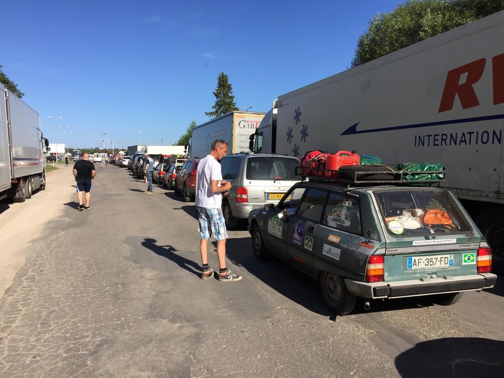 Nosso bravo Citroën GSA esperando na fila!