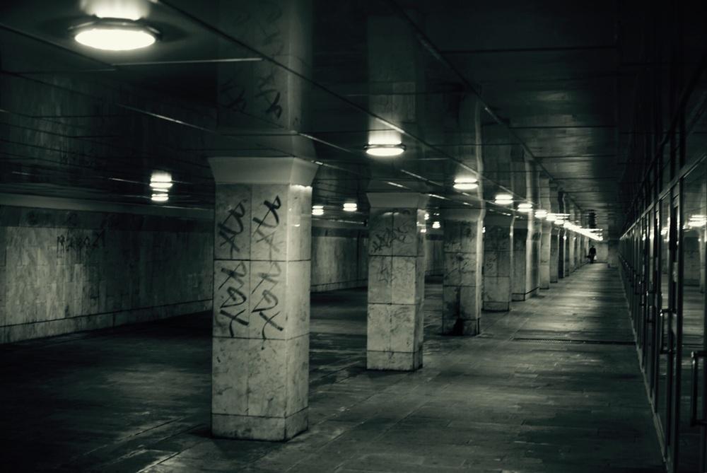 Uma das várias passagens subterrâneas, é de dar medo!