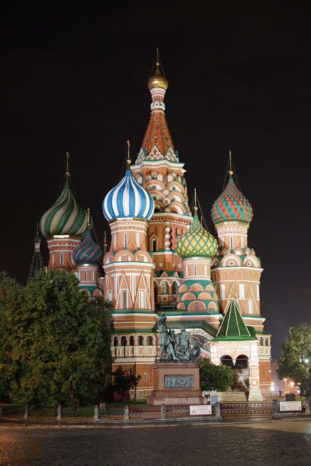 Saint Basil à noite sem turistas