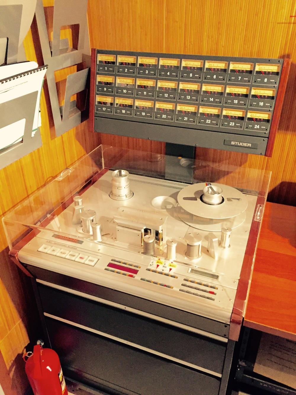 Antigo gravador de fita de 24 canais, geralmente usado pelos Beatles