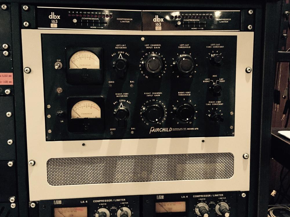 Antigo compressor de áudio americano, hoje uma raridade