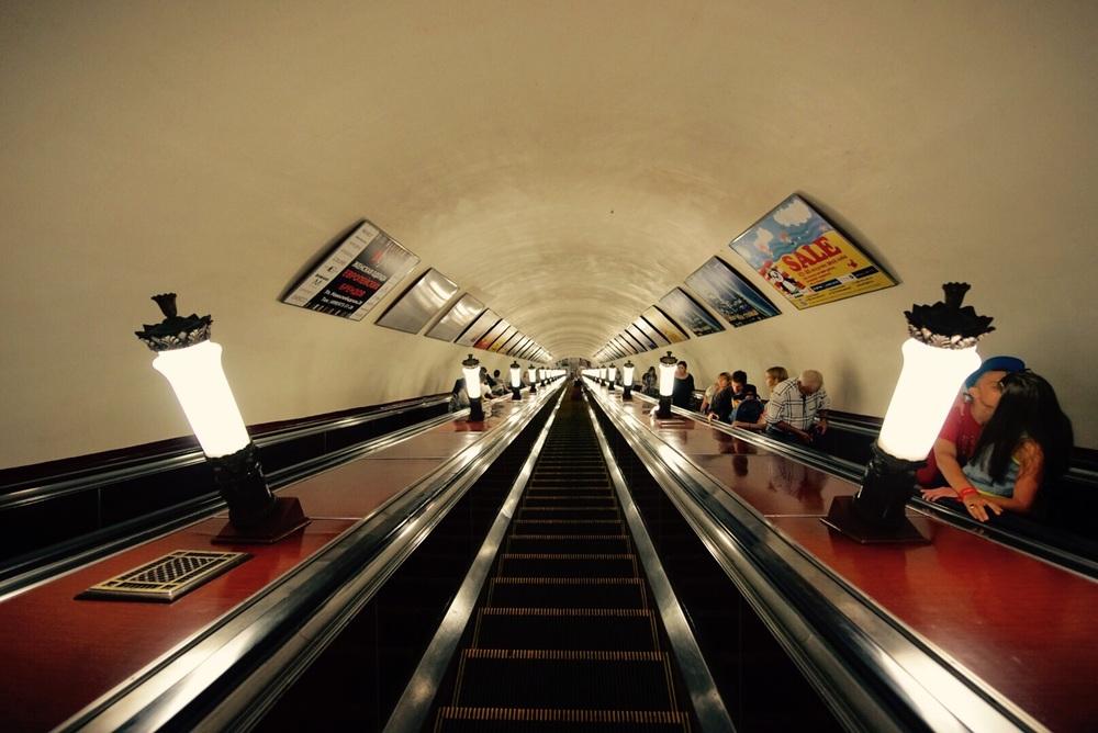 Metrô de Moscou e todo seu charme.