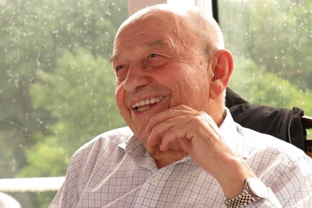 Ivan, 88 anos, esbanjando saúde alegria e muita cultura! Ele é vegetariano.