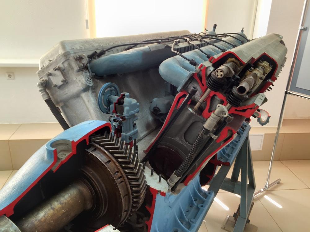 Repare neste motor, você consegue identificar alguma similaridade com nosso Citroën?