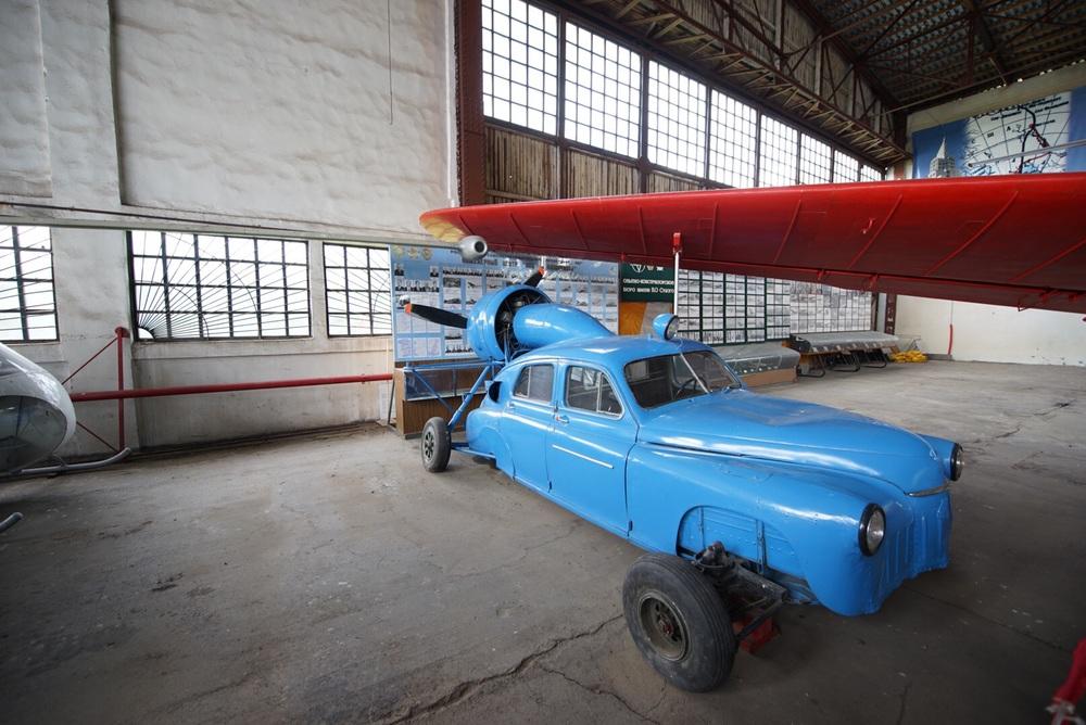 Como por exemplo este carro avião.