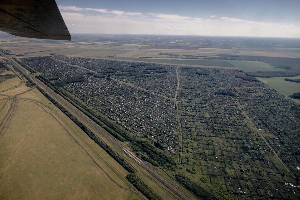 Sobrevoando uma pequena cidade satélite de Novosibirsk