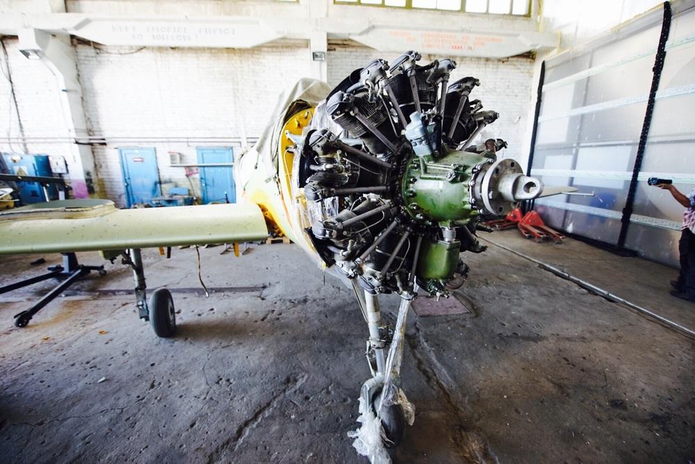 Avião com motor radial em reforma