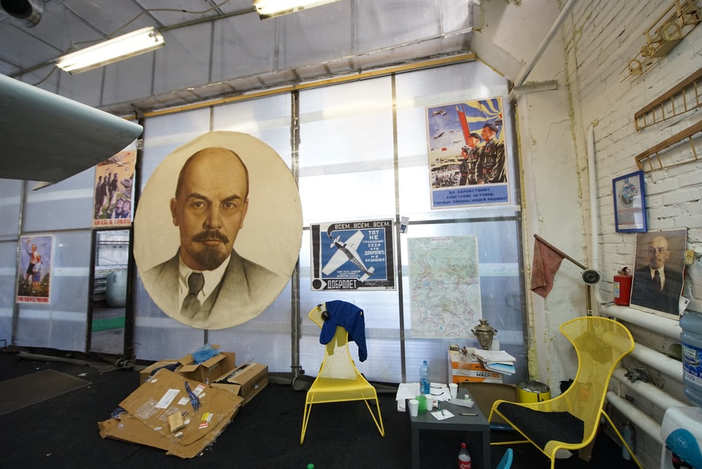 Quantas pinturas domLenin tem nesta foto?