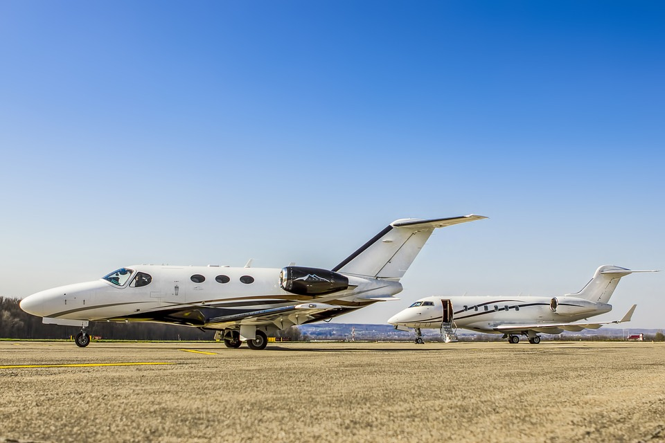 private-jet-2360666_960_720.jpg