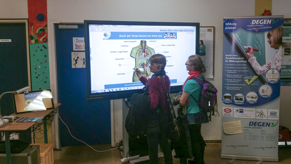 Lehrkräfte und Schüler waren begeistert von den neuen medialen Möglichkeiten und Funktionen..