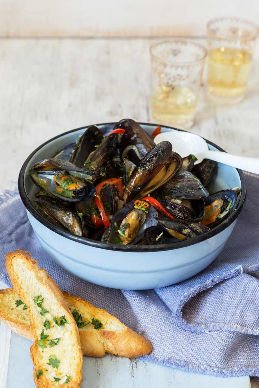 Beer steamed mussels pot