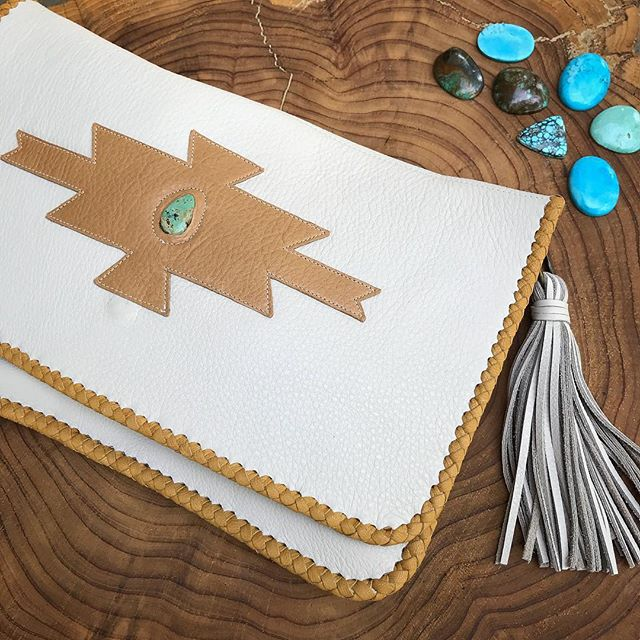 New to the shop! The Southwest Tassel clutch made with the most gorgeous Arizona Turquoise 🌵 #nativerainbow #handcraftedintheusa #leatherworker #etsyshop #tassels #turquoise