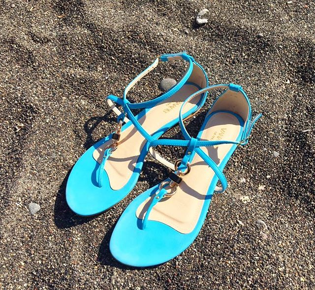 Spotted 🕶 our Santorini sandals on the amazing lava beach of Perivolos Santorini 🌊 Thanks to Jennifer P for sharing her photo with us 😍 🇬🇷 #vanadismilano . . . . . . . . . . . . #weekend #sundayfunday #sunday #santorini #summer #summerstyle #vacation #blue #ocean #mediterraneansea #sea #sand #island #holiday #lifestyle #weekendvibes #resort #instagood #instatravel #travelgram #goodvibes #nature #naturephotography #sailor #inspiration #globetrotter #designer #greece #mykonos