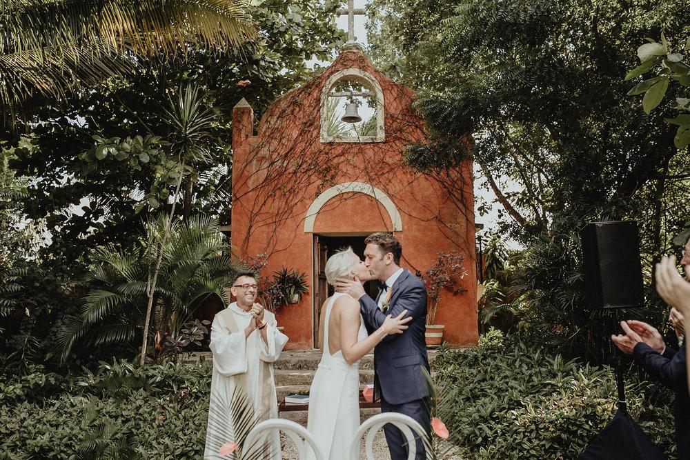 0132V&Pslide_Hacienda_WeddingDstination_MeridaYucatan_HaciendasMerida_BodasMexico_BodasYucatan_Boda_Destino.jpg