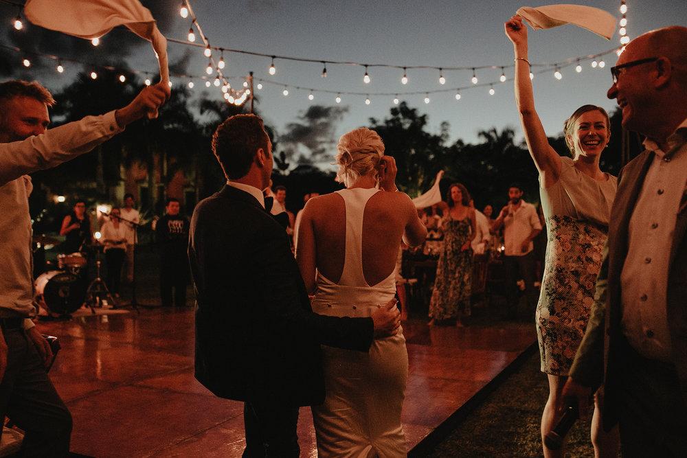 0232V&Pslide_Hacienda_WeddingDstination_MeridaYucatan_HaciendasMerida_BodasMexico_BodasYucatan_Boda_Destino.jpg