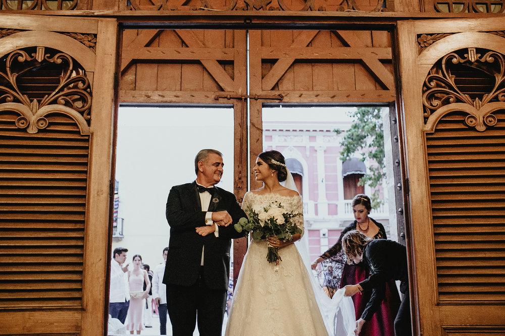 0220F&Yslide_WeddingDstination_MeridaYucatan_HaciendasMerida_BodasMexico_BodasYucatan_Boda_Destino.jpg