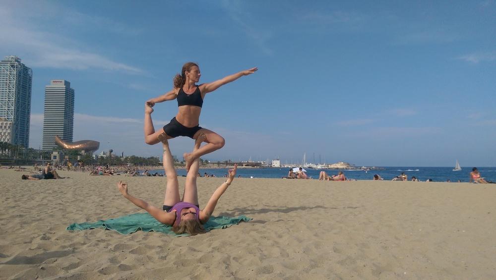 AcroYoga_familyacroyoga_tatjanatfelt_beach1.jpg