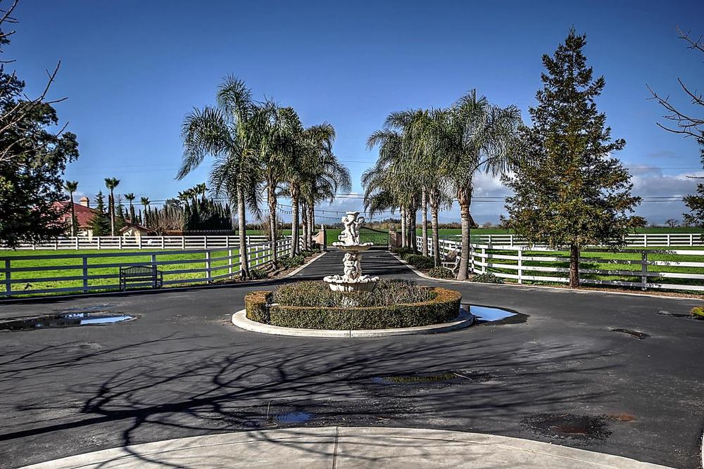 12956  Monroe Ave Los Banos CA-large-058-Circular Driveway-1500x1000-72dpi.jpg