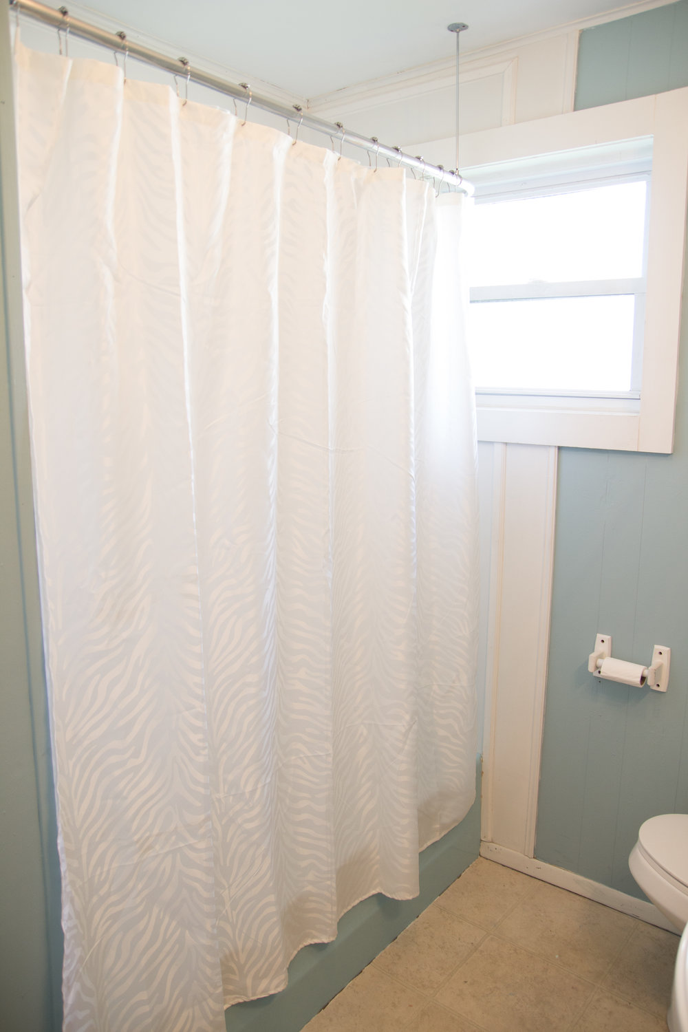 8 - Bathroom2.jpg