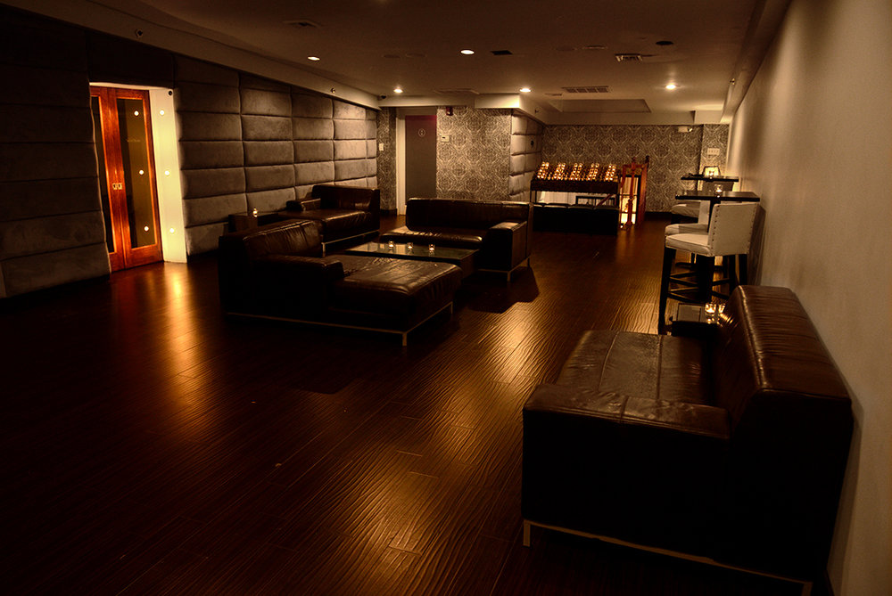tootsies_luxe_lounge.jpg