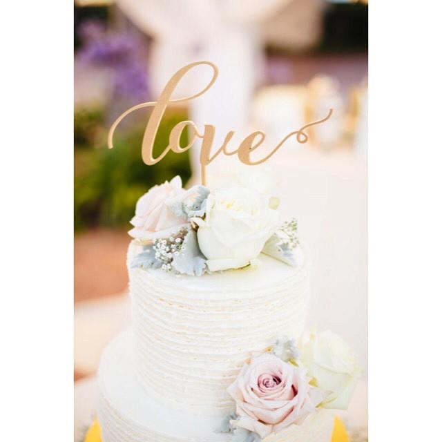 Loving this close-up of our wedding cake!     Photo: @jodeedebesphoto  Flowers: @uniquefloraldesigns     #artisan #cake #dessert #foodie #flowers #igers #instagood #la #love #loveit #latergram #losangeles #noeycakes #pretty #sb #santabarbara #wedding  (at Fess Parker Santa Barbara)