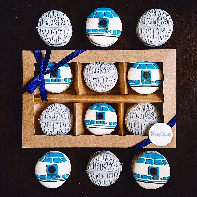 Happy National Macaron Day!! Please enjoy these custom Star Wars macarons that we made for a wedding anniversary 😘 #fbf #artisan #cookies #dessert #foodie #foodporn #handmade #instagood #la #laeats #losangeles #macarons #macaronstagram #noeycakes #pretty #starwars #vsco #bestofvsco #vscofood #wedding
