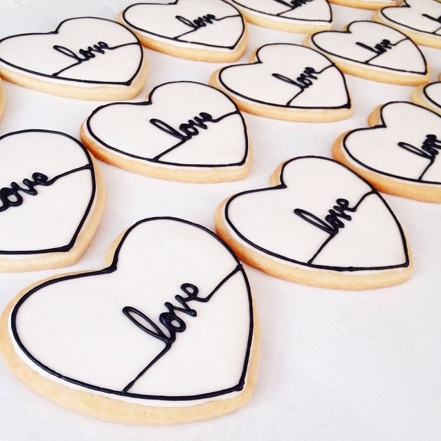 Baked up some pretty engagement party cookies ❤️ CC: @vanezapitynski #latergram #artisan #cookies #dessert #foodie #handmade #igers #la #losangeles #laeats #love #noeycakes #pretty #vsco #vscophile #vscofood