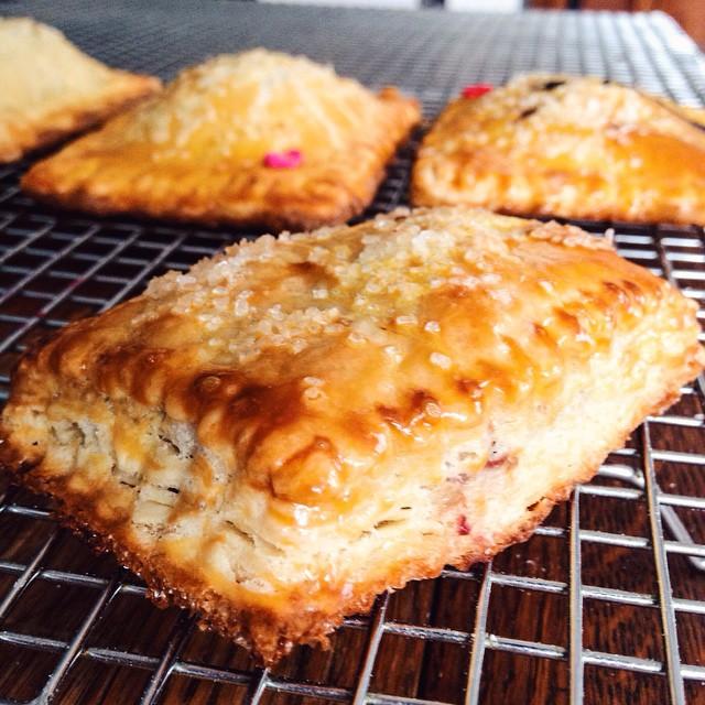 Mmmmm….pop tarts. We'll never get over those buttery layers of flakey crust! Tomorrow is National Pi Day! Which pie shall we make to celebrate? (@gencap @hilllzzz – Banana cream?) #artisan #dessert #foodie #fbf #foodporn #handmade #pastries #pie #la #laeats #losangeles #noeycakes #poptarts #vsco #vscofood #bestofvsco