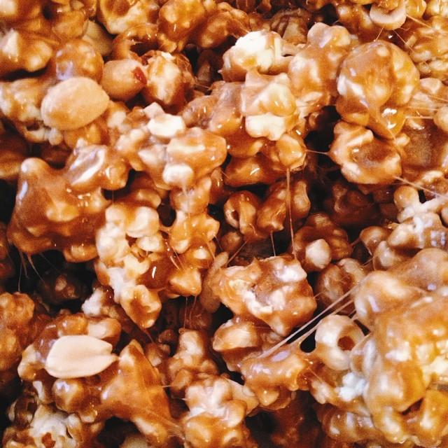 Homemade caramel popcorn with roasted/salted peanuts…Can't. Stop. Eating. #artisan #christmas #dessert #foodie #foodporn #handmade #igers #la #laeats #losangeles #noeycakes #caramel #sweettooth #vsco #vscocam #vscophile #bestofvsco #instagood
