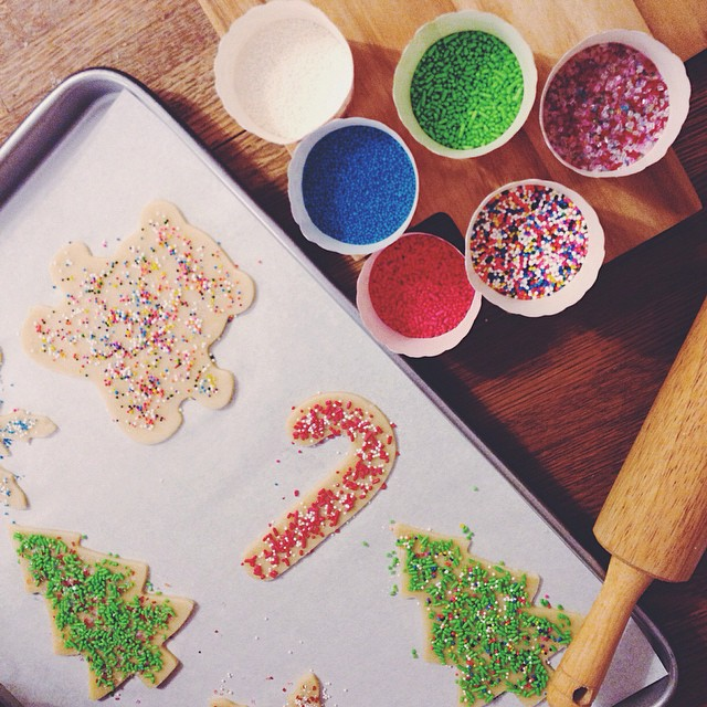 All-sprinkle sugar cookie decorating w/ @gencap ✨✨🌟 #latergram #cookies #foodie #christmas #sweettooth #vsco #vscocam