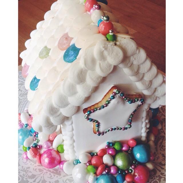 Cookies on cookies #artisan #cookies #dessert #foodie #edibleart #christmas #handmade #igers #instagood #la #losangeles #noeycakes #gingerbreadhouse #diy #pretty #loveit #sweettooth #vsco #vscocam #vscophile #bestofvsco