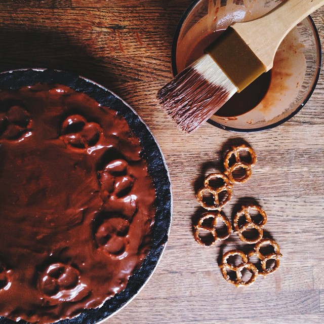 The last shot of our pie before we slice it up!!! #artisan #chocolate #dessert #foodie #foodporn #handmade #igers #instahub #la #laeats #losangeles #nom #noeycakes #pretty #caramel #vsco #vscocam #vscophile #bestofvsco #momomilkbar #momofuku #momomfukumilkbar (at NoeyCakes HQ)