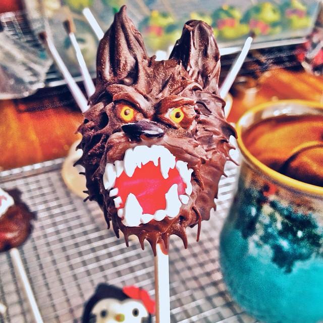 Busy in our monster workshop… #artisan #cake #cakepops #dessert #foodie #foodporn #handmade #igers #instahub #la #laeats #losangeles #monsters #noeycakes #halloween #fall #sweettooth #werewolf #vsco #vscocam #vscophile #bestofvsco #edibleart