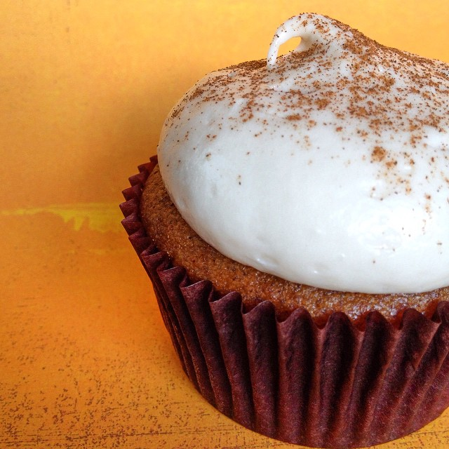 It's officially fall at @libraryalehouse on Main St. in Santa Monica. We just delivered our first batch of pumpkin cupcakes: pumpkin spice cake infused with @dogfishbeer Punkin' Ale and topped w/ maple cream cheese buttercream! They go really well with the new Game of Thrones beers: Valar Marghulis Dubbel and Take the Black Stout from Ommegang–now on tap!!! #artisan #cupcakes #dessert #foodie #foodporn #handmade #igers #laeats #losangeles #la #gameofthrones #hbo #nom #noeycakes #craftbeer #pumpkin #sweettooth #santamonica #vsco #vscocam #vscophile (at Library Alehouse)
