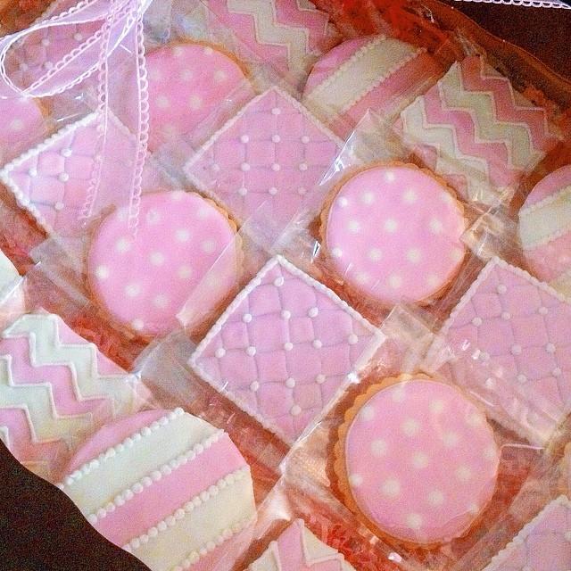 Pretty in pink 🎀 #artisan #cookies #foodporn #edibleart #handmade #igers #la #losangeles #noeycakes #pretty #pink #sweettooth #vsco #vscophile #vscocam