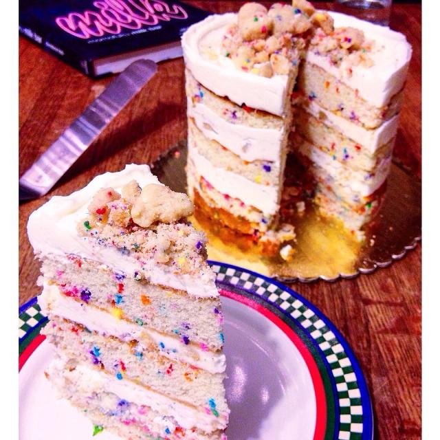 Ugly plate, pretty cake. #artisan #cake #dessert #dessertporn #foodie #foodporn #handmade #igers #igers_la #la #laeats #losangeles #nom #noeycakes #momofuku #sweettooth #vsco #vscocam #vscophile #pastrychef #yum #pretty #tbt (at NoeyCakes HQ)