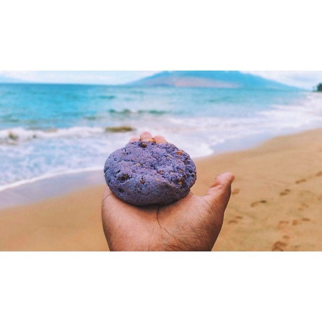 Some of our UBE cookies made a little trip to Hawaii and a giant thank you to @jojo_holmes for capturing this awesome shot! We hope you enjoyed our treats!! @buttermilkinc #artisan #cookies #dessert #dessertporn #foodie #foodporn #instahub #igers #hawaii #hilife #nom #noeycakes #purpleyam #filipino #filipinofoodmovement #sweettooth #la #laeats #losangeles #summer #ube #yum