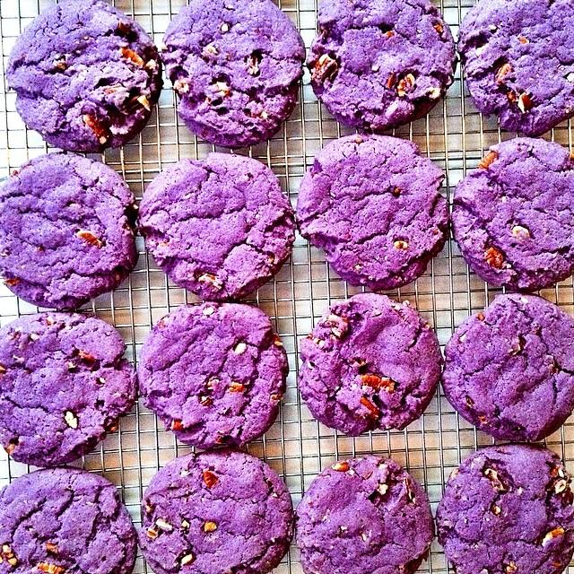 Freshly baked UBE cookies 😈 @buttermilkinc #artisan #cookie #cookies #dessert #dessertporn #foodie #foodporn #handmade #iphoneonly #instagood #igers #la #losangeles #laeats #filipino #nom #noeycakes #purpleyam #sweettooth #treats #santamonica #yum (at NoeyCakes HQ)