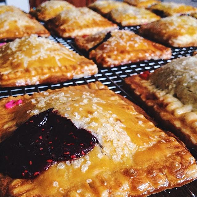 Off you go to the office meeting, little poptarts! #artisan #breakfast #brunch #dessert #dessertporn #foodie #handmade #iphoneonly #instagood #instafood #igers #la #losangeles #laeats #nom #noeycakes #pie #pies #poptarts #sweettooth #santamonica #yum #pastries #pastry
