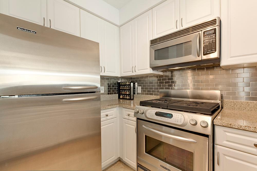 555 Massachusetts Ave NW-print-014-6-Kitchen-4200x2800-300dpi.jpg