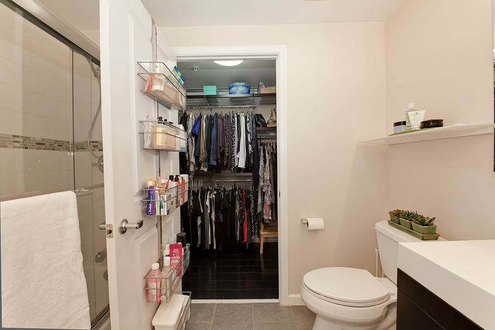 555 Massachusetts Ave NW-print-020-5-Bathroom-4200x2800-300dpi.jpg