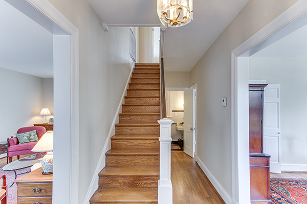4307 38th St NW Washington DC-print-004-3-Entryway-4200x2800-300dpi.jpg