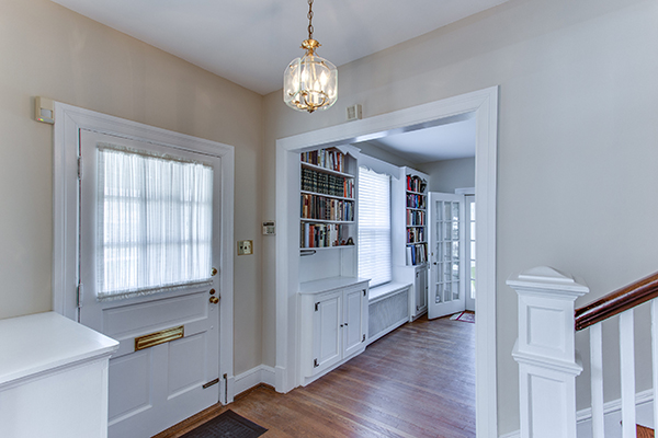4307 38th St NW Washington DC-print-006-4-Entryway-4200x2800-300dpi.jpg